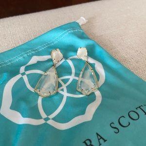 Kendra Scott Earrings !!!🌹💐🌻